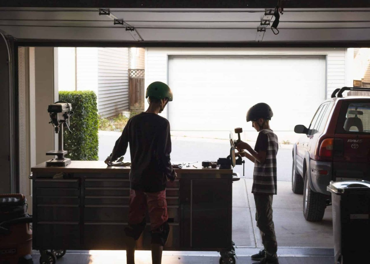 Children in a garage - Unpack your garage tools